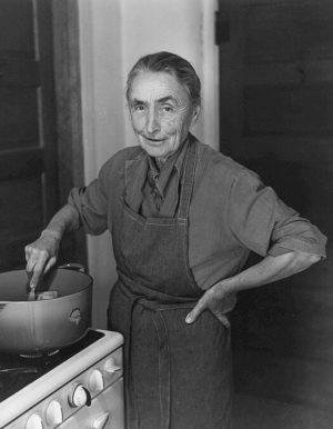 Todd Webb, OKeeffe, Making Stew, Ghost Ranch, New-Mexico 1961, © Todd Webb, Courtesy Todd Webb Photographs, Portland, Maine